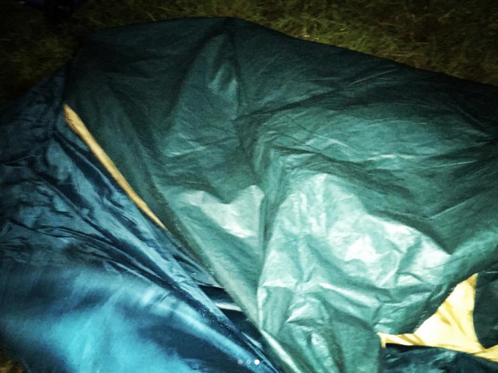 テント崩壊